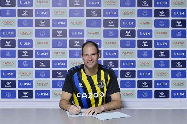 Everton signed a one-year contract with Begovic.